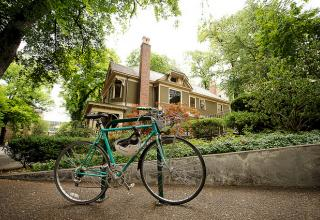 Bicycle in Park blocks by Benson house