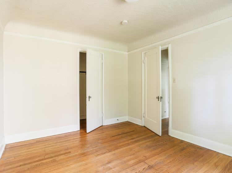 Alternate view of Unfurnished one bedroom unit's bedroom