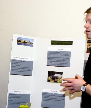 Flagship student presents Fall Term project